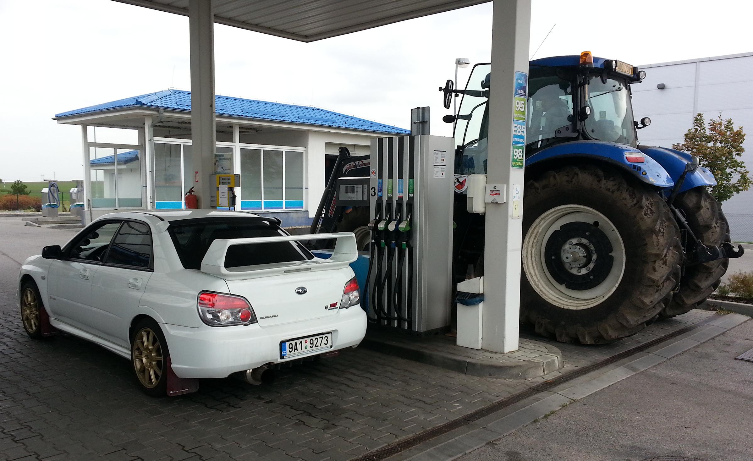 -car_tractor-jpg